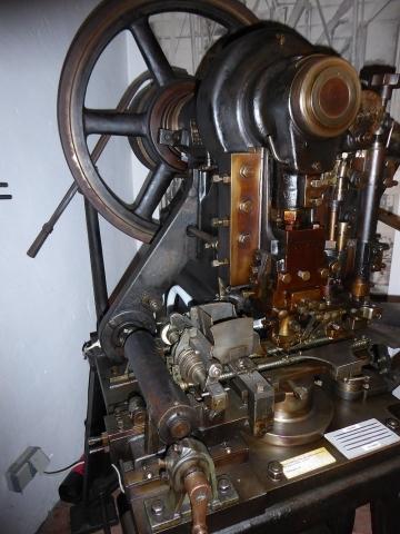 Nadelstampf- u. Lochmaschine